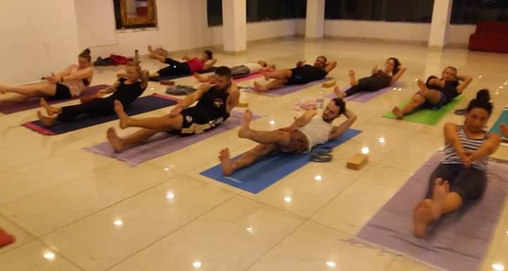 Formation 200h Yoga cours Vinyasa flow
