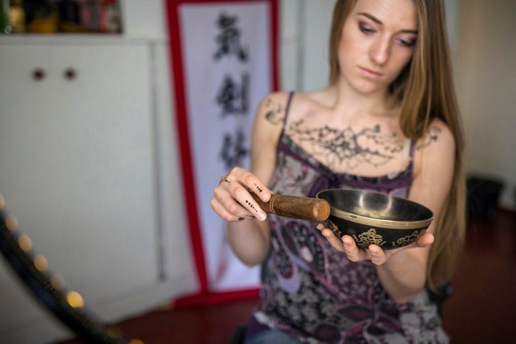 séance de massage au bols tibétains